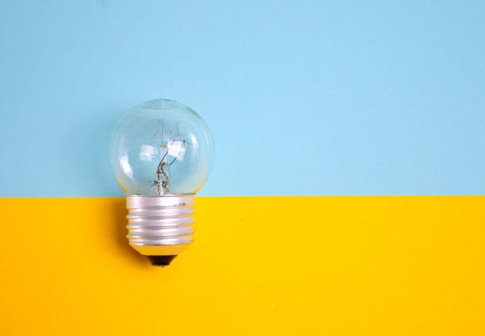 15 dicas para economizar energia durante a pandemia sem poder viajar